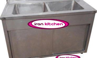 سینک ظرفشویی دولگن کابینت دار دارای دو درب ریلی و بدنه تمام استیل